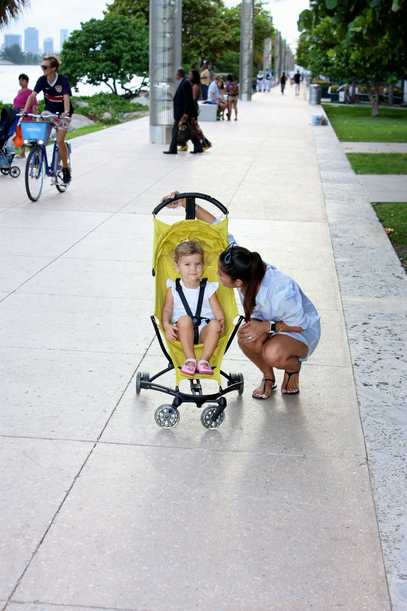 Quinny Yezz stroller review | Baby strollers, Baby store ...