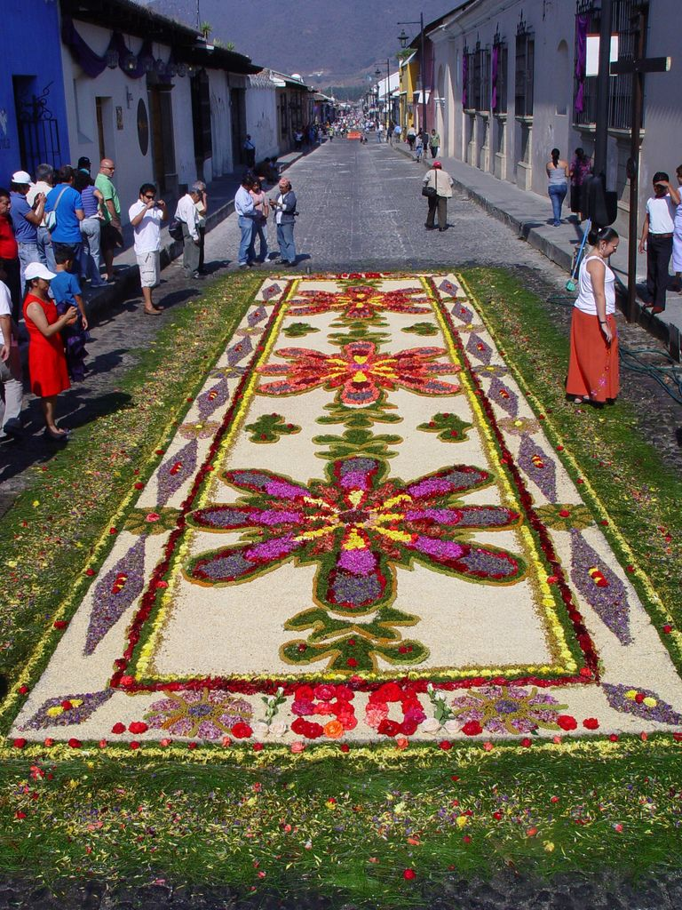 Street carpet semana santa la antigua guatemala made for Antigua alfombras