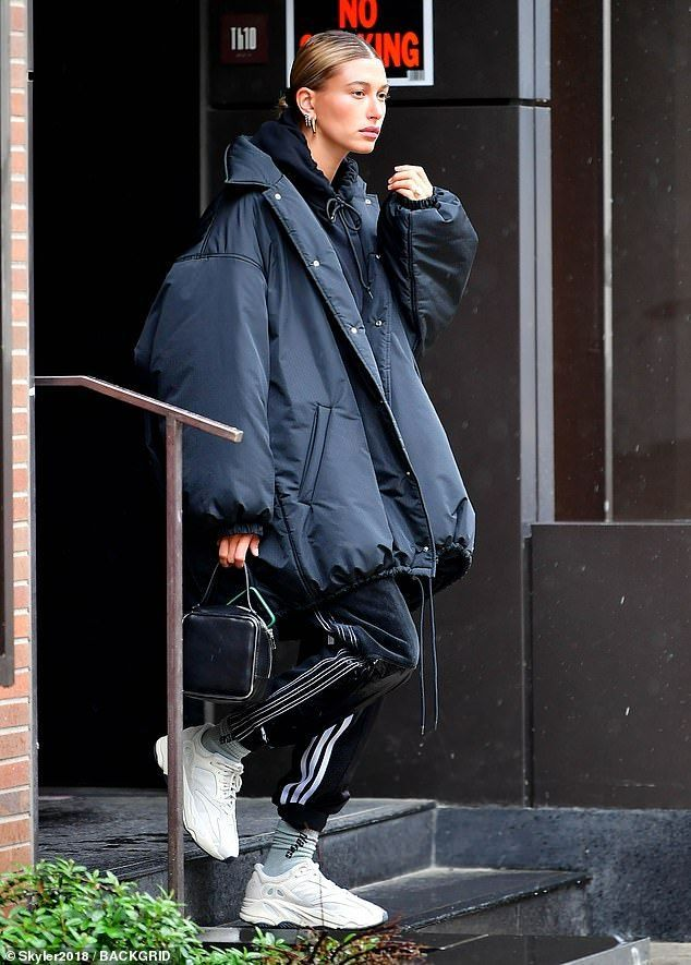 Hailey Baldwin gets out in the rain in NYC while he is mother & # 39; s day celebrates … – #Baldwin #DAY #the #Hailey #He