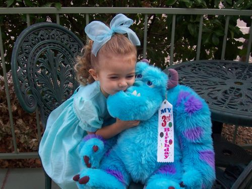 How adorable! That little girl reminds me of Boo! Little Boo and Kitty (Sully) match! So cute!