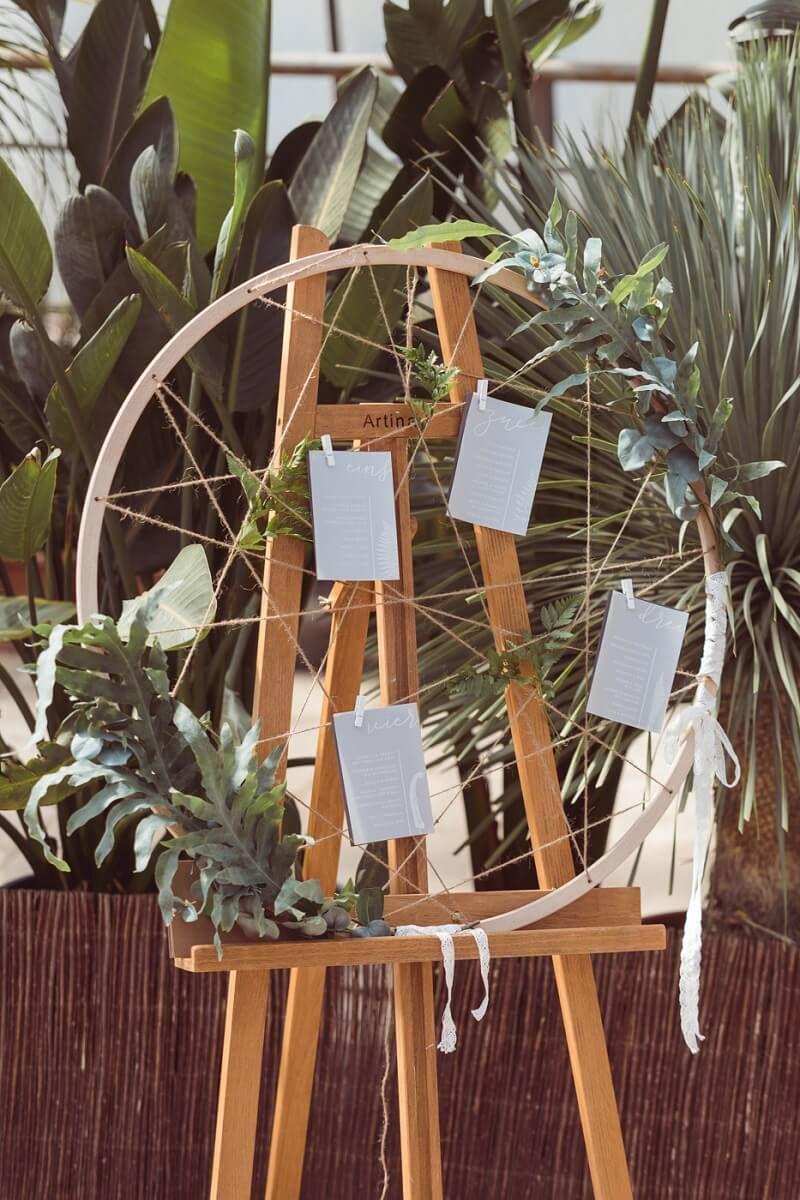 Boda boho verde en invernadero – caja de boda