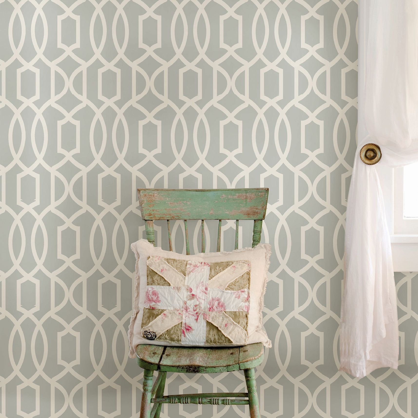 Wallpops Grand Trellis Grey Peel & Stick Wallpaper (L)5.5m