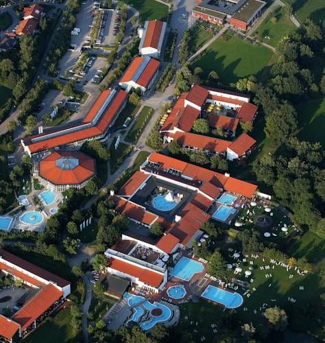 Hotel Hofmark Bad Birnbach Offering a spa and wellness centre, Hotel Hofmark is quietly located in Bad Birnbach. Free WiFi is available at the hotel, and each of the rooms features a balcony.