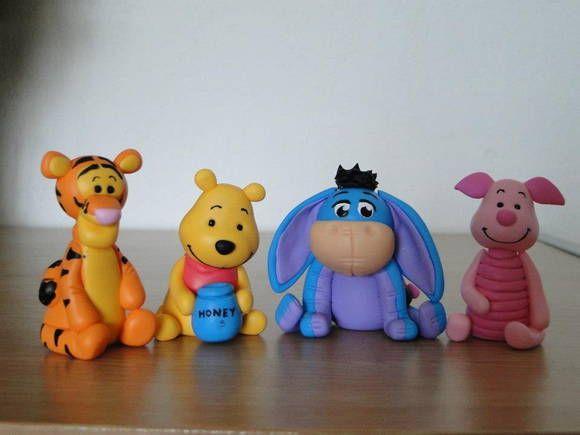 Bonequinhos feitos em biscuit 100% artesanal. Podem ser encomendados por separado, mas, sendo assim, o preço de cada boneco é R$12.00 R$ 44,00