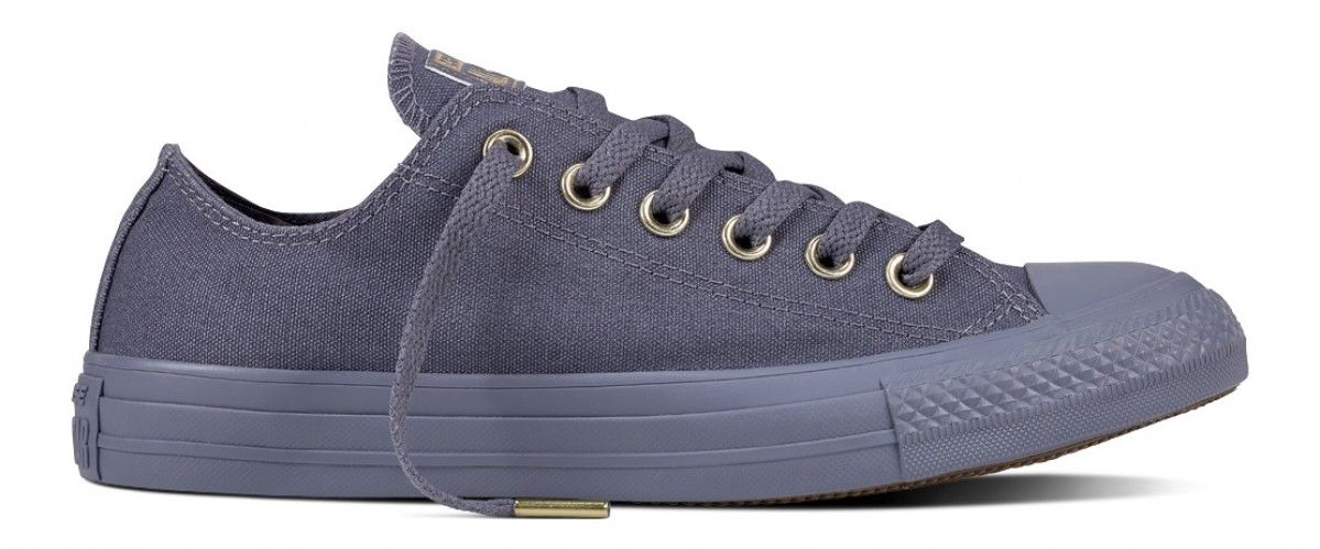 a5904545af9f CONVERSE CHUCK TAYLOR ALL STAR WOMEN S LOW TOP LIGHT CARBON LIGHT  CARBON GOLD