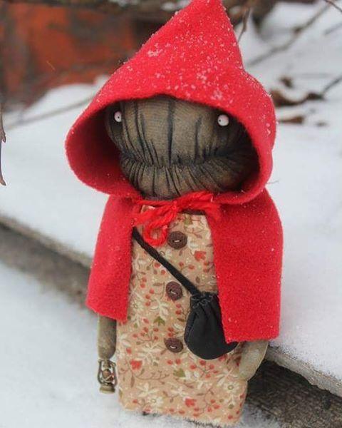 Страшная сказка на ночь  Красная шапочка нашла дом  Red Riding Hood adopted #@textile.heart #textileheart #irinasayfiydinova #irinastextileheart #redridinghood #tale #handmade #artdoll #иринасайфийдинова #краснаяшапочка #зимняясказка #краснаяшапочка #чердачнаякукла #чердак #monster #монстр#страшныесказки#странное