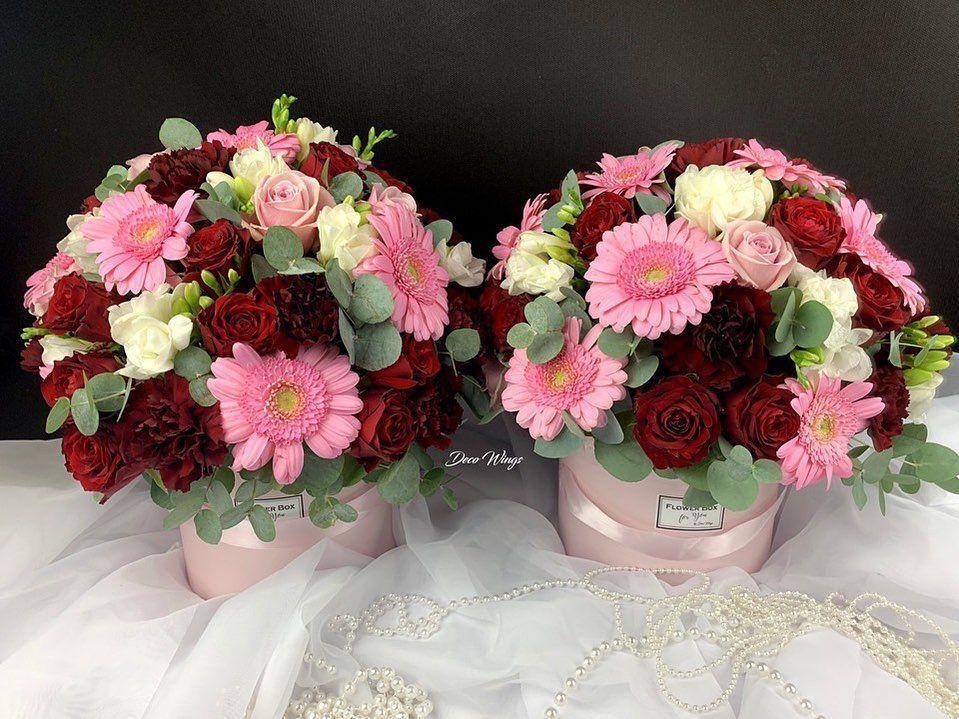 Mieszane Flower Boxy Dla Rodzicow Podziekowania Slubne Flowerbox Flower Flowers Box Kwiatowybox Kwiaty Kwiatywboxie Floral Wreath Floral Decor