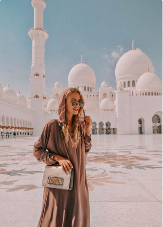 We traveled to Dubai to make the most complete travel guide ever. Discover the best things to do, to see, to eat in Dubai. (with exact locations & handy tips)