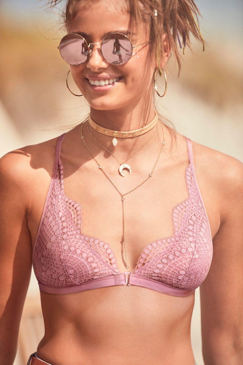 Taylor Hill wears Victoria's Secret Front-Close Bralette ...