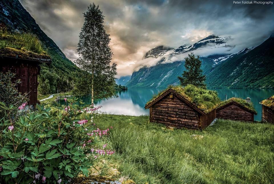 Norge ser ut som et postkort! Takk for at du sendte oss dette bildet fra Loen, Peter Földiak.