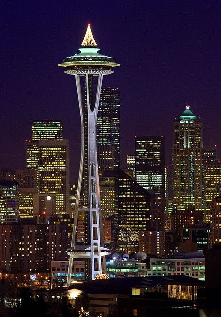 Seattle Christmas.The Space Needle At Christmas Seattle And Rounds About