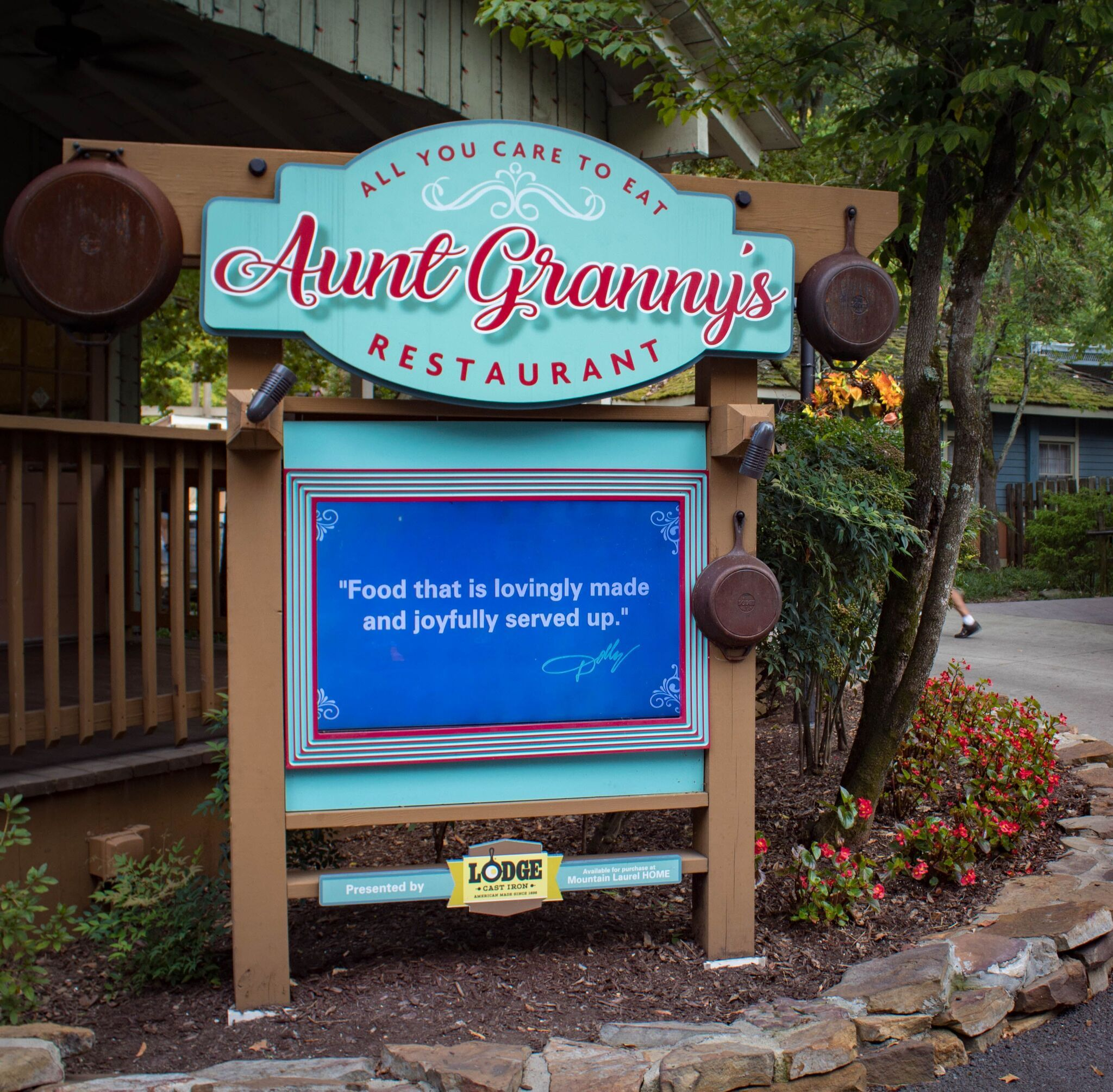 Aunt Granny's Restaurant at Dollywood is an all-you-can ...