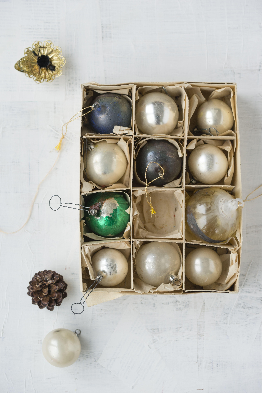 50+ Genius Organizing Tips for a No-Fuss Christmas ...