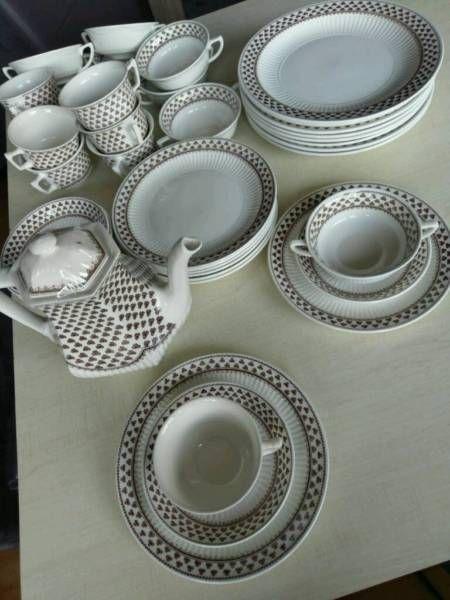 ich verkaufe porzellan geschirr aus england von der marke adams sharon bestehend aus 41 teile. Black Bedroom Furniture Sets. Home Design Ideas