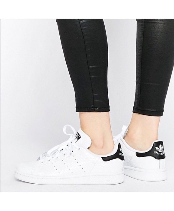 Adidas Stan Smith Womens White Black Traniers  b5b0b619f