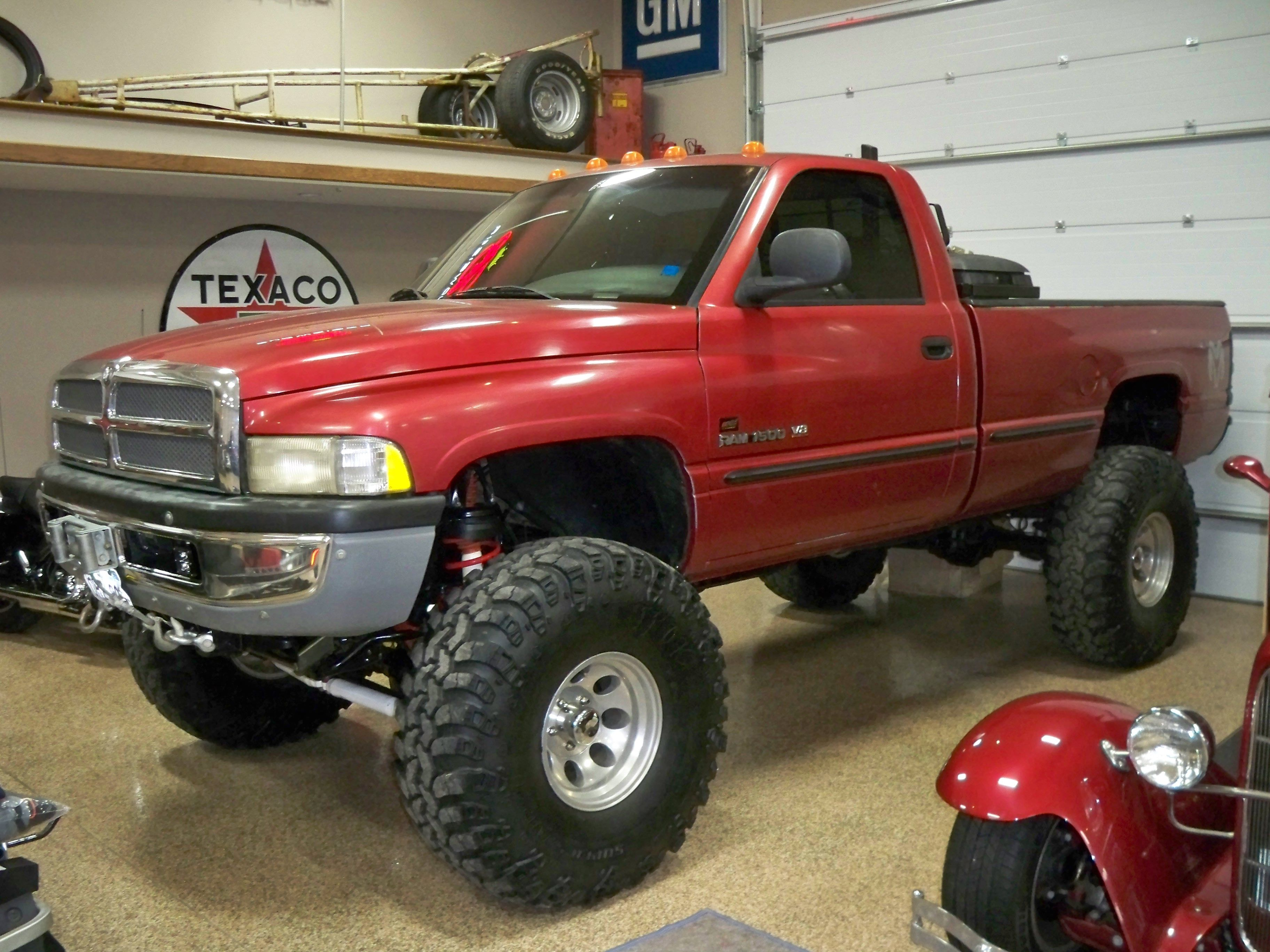 1998 dodge ram 4x4 12 lift 42 tires 360 magnum 400hp  [ 3648 x 2736 Pixel ]