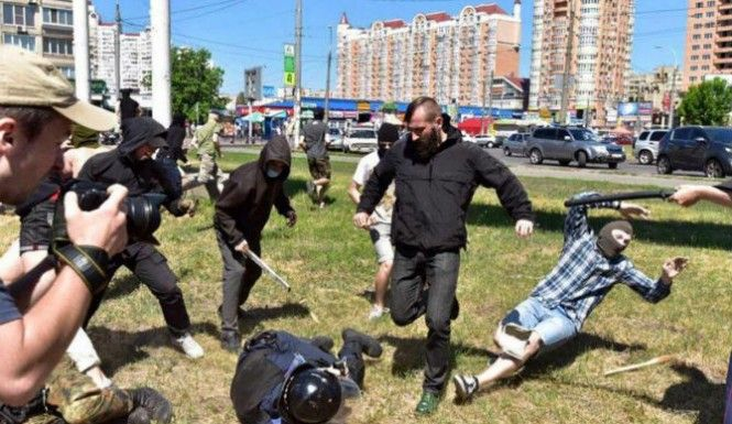 Ukraine: Kiev's Gay Pride Parade Attacked With Nail Bombs [Video]