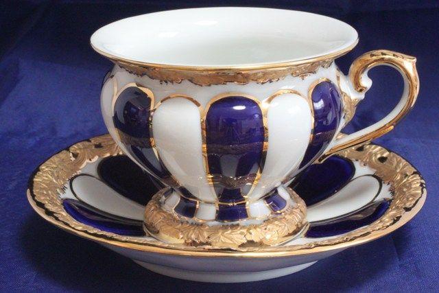 Šálek na kávu * modro bílý, zlacený porcelán.