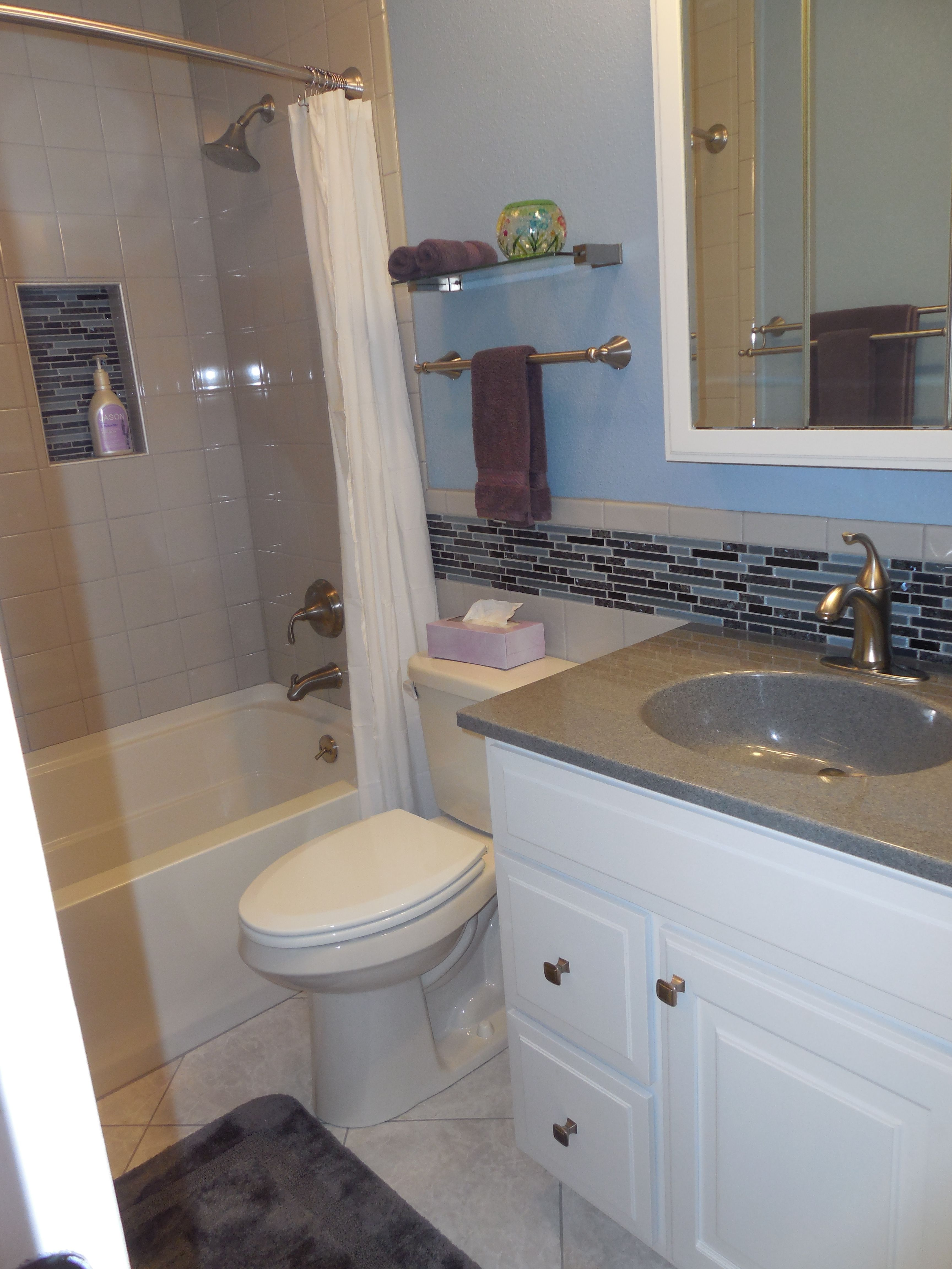 Luxury Accent Colors for Gray Bathroom