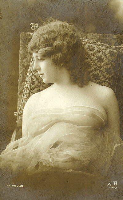 Nu feminino, fotos antigas.