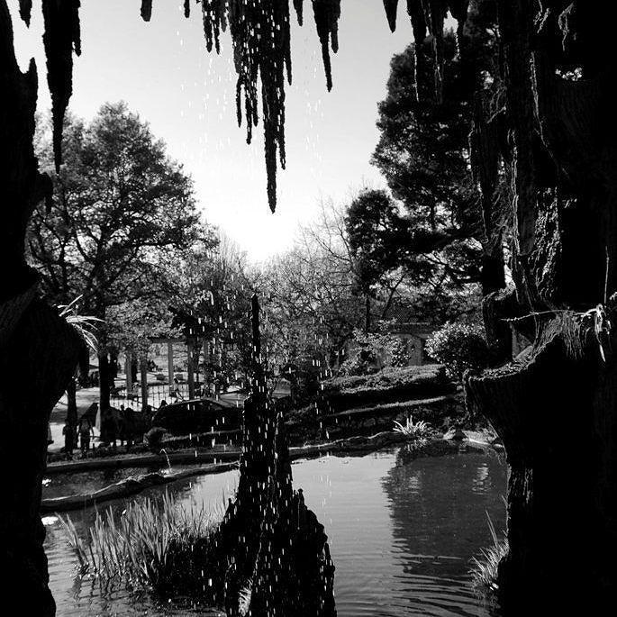 """Interior da """"gruta"""" do #BomJesus com o lago para onde as pessoas costumavam atirar moedas e pedir desejos... Já alguma vez atiraram moedas para esta fonte e pediram um desejo? Ou para alguma outra fonte... A Fontana de Trevi também conta! :P"""