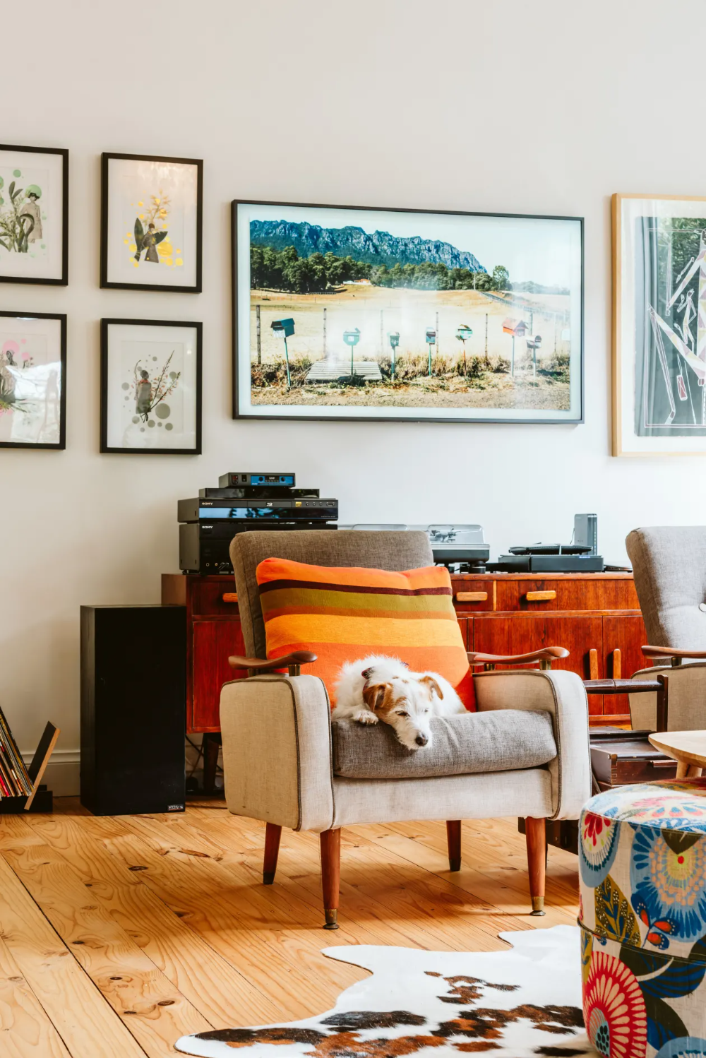 A 1920s Australian House Is Full Of Secondhand Finds Fabulous Art And Cute Pets In 2020 Australian Homes Living Room Decor I Love House