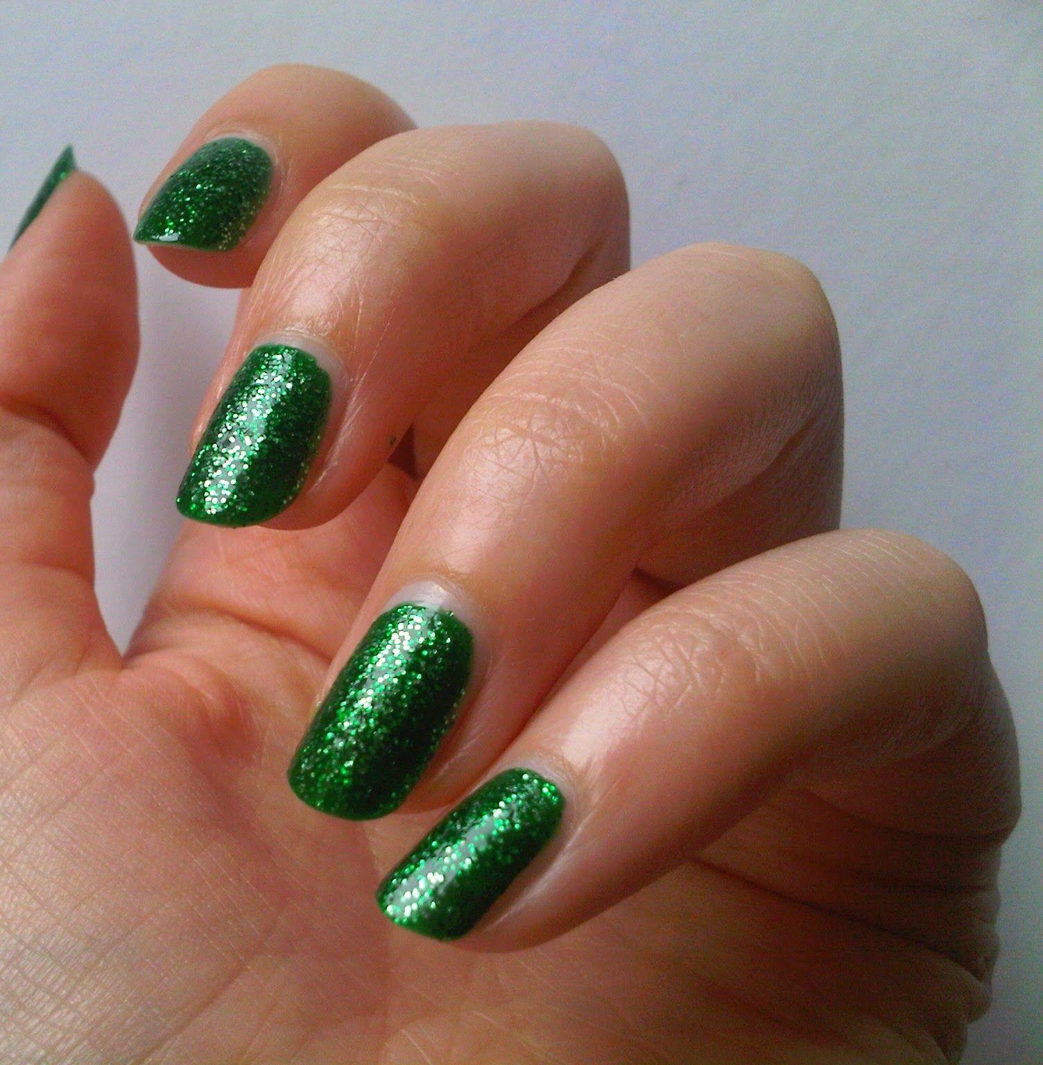 Manhattan Jungle Gem: http://penguinlacquer.blogspot.de/2014/06/lila-vulkan-und-grune-diamanten-aus-dem.html #green #nails
