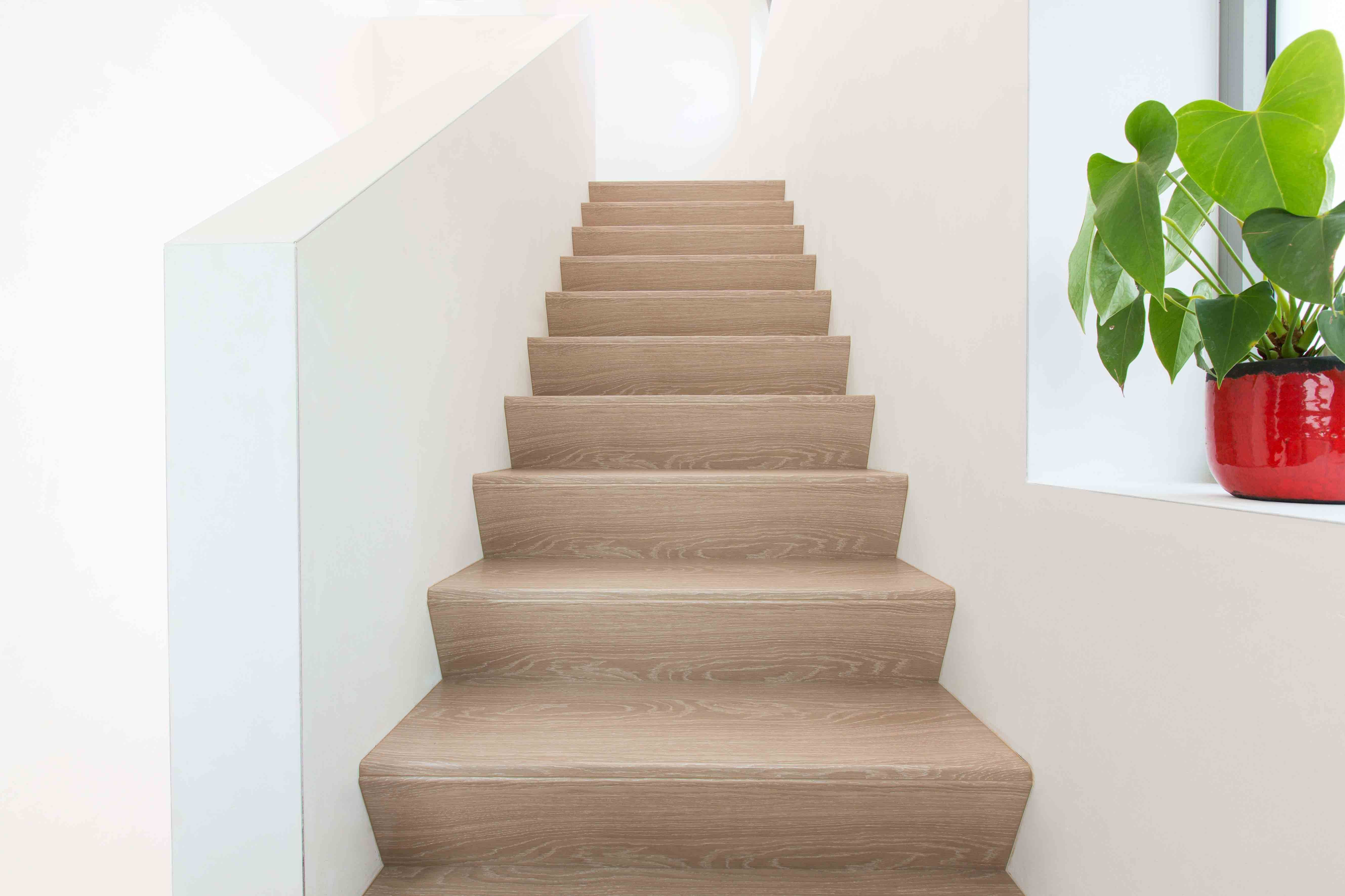 Mooie houten z trap in een moderne hal. hal gang pinterest