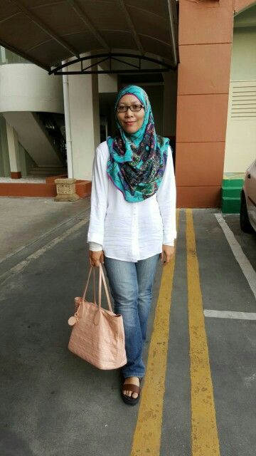 Casual Look With Hermes Scarf Hermes Scarf Casual Looks Hijab Fashion