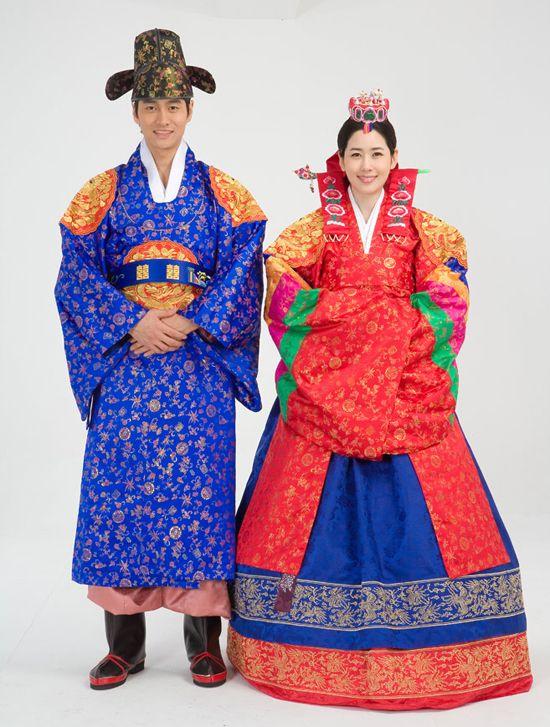 Hollyebok and Hwarot – Korean Wedding Dresses
