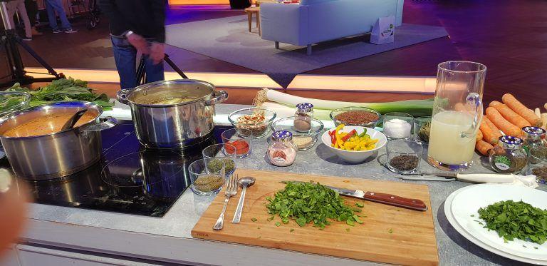 Ryba Na Szpinaku Zupa Przygotowana Dla Pytania Na Sniadanie Tvp2 Fish Table Settings