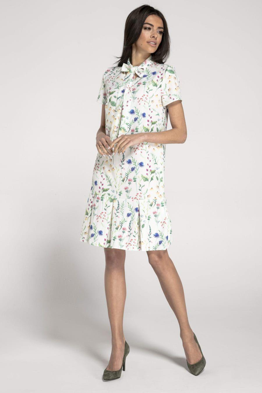 Sukienka Z Ozdobna Falbana I Wiazaniem Przy Dekolcie Biala W Kwiaty Na1017 Summer Dresses Dresses High Neck Dress