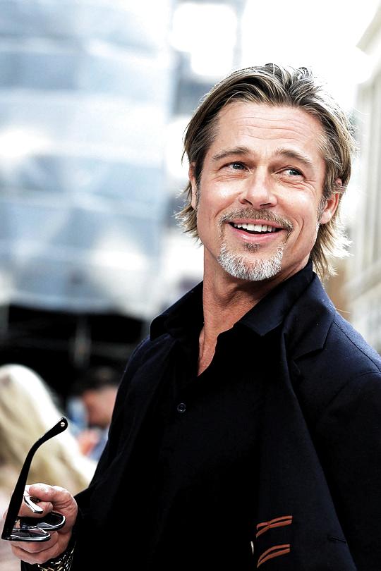 Celebrity Dads Brad Pitt 2019 Brad Pitt Hot Brad Pitt Legends Of The Fall Brad Pitt Thelma And Louise In 2020 Brad Pitt Brad Pitt Hair Brad Pitt And Angelina Jolie