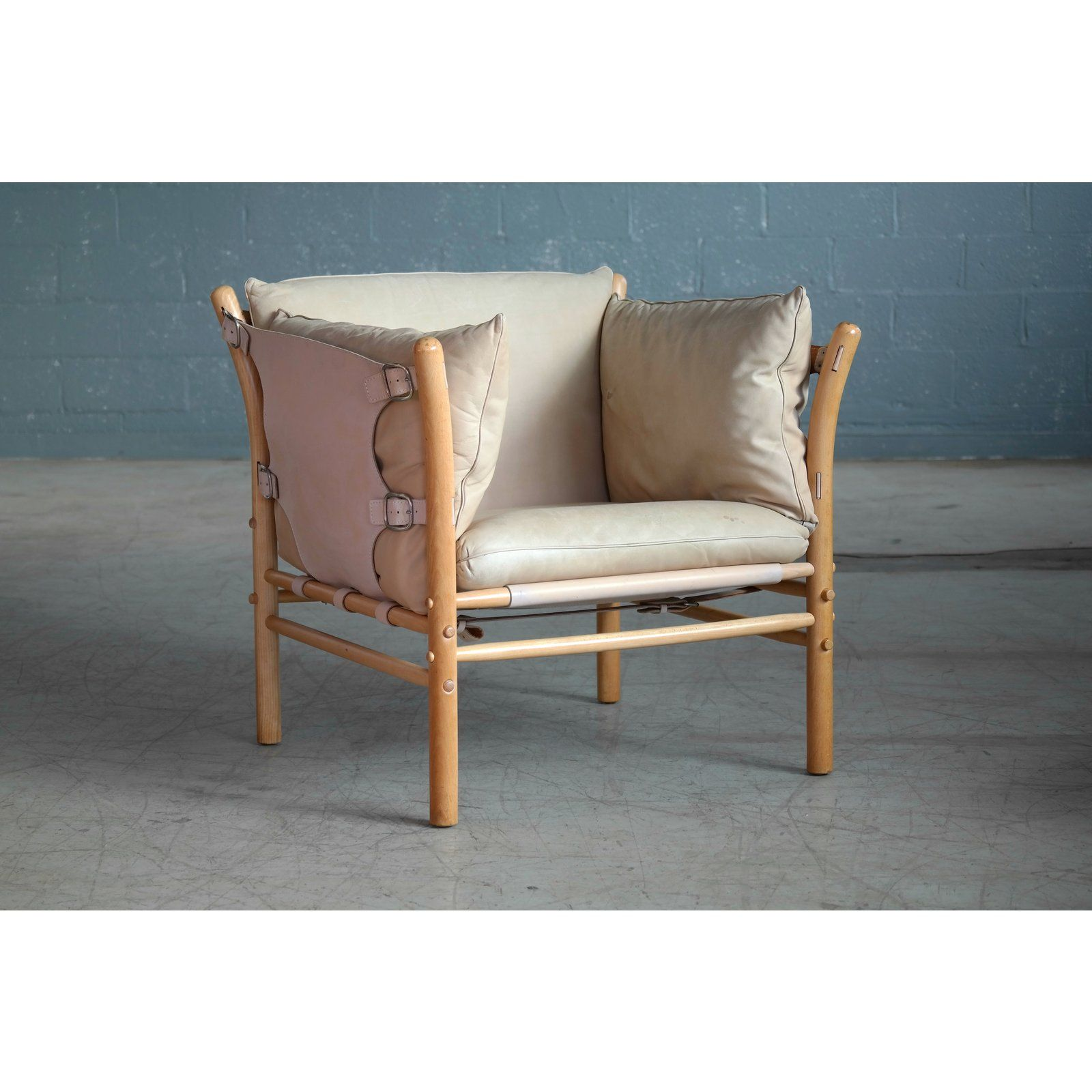High End Arne Norell Safari 1960s Chair Model Ilona In Cream And Tan Leather Decaso 1960s Chairs Chair Furniture