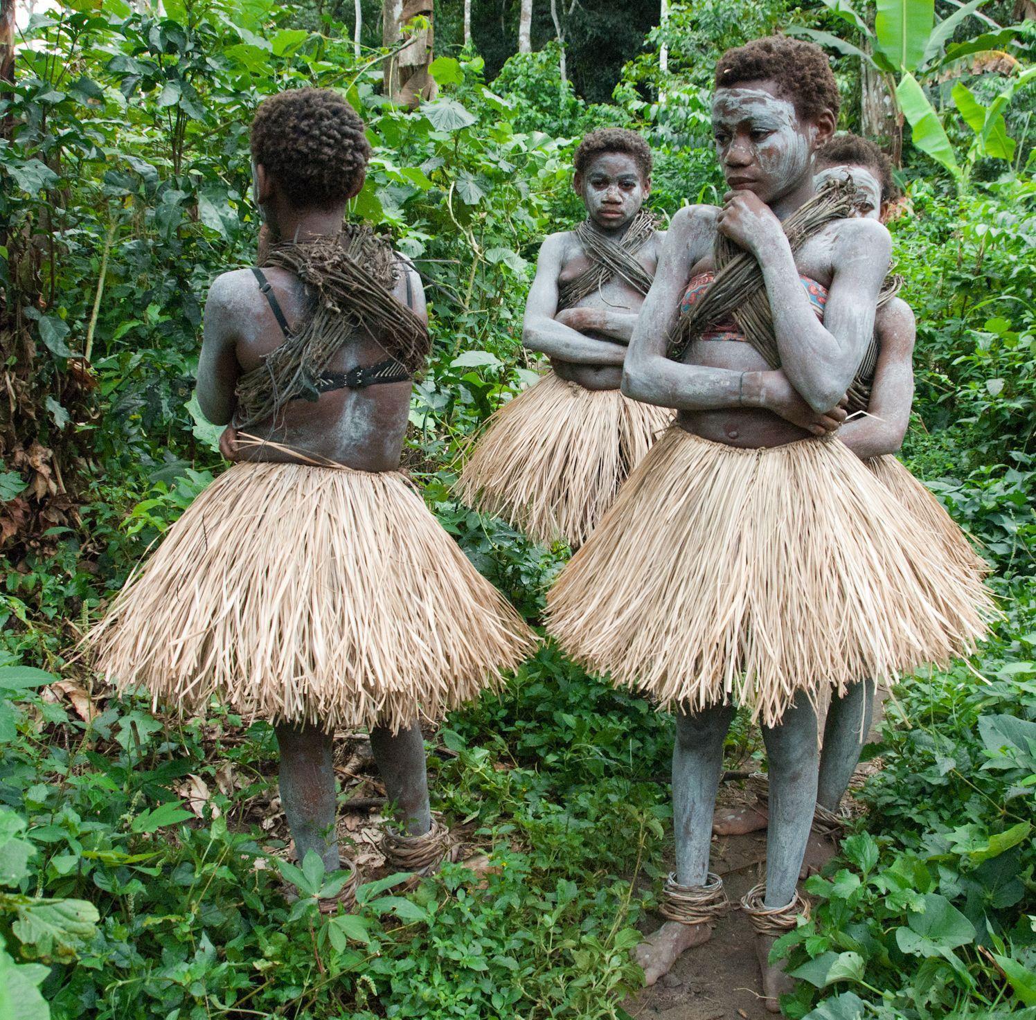 mbuti pygmy girls painted