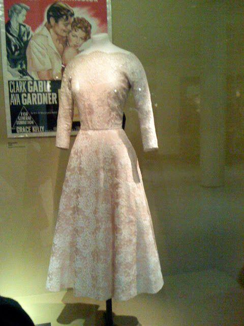 """Tranças e curvas: Grace Kelly em   """"Grace Kelly: ícone de estilo""""  exposição em Londres"""