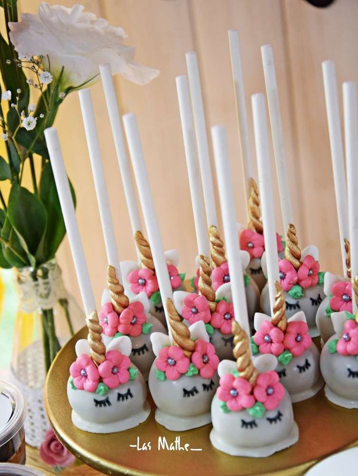 Take a look at the amazing cakepops at this Unicorn