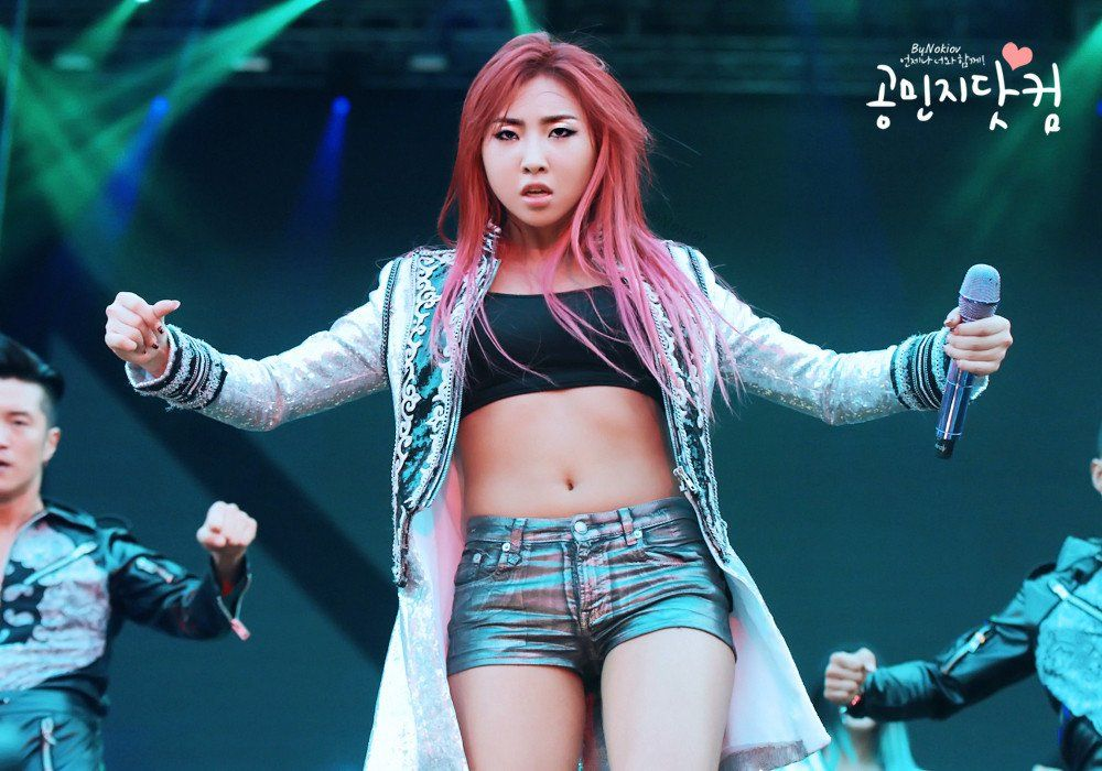 Pin By Gigi Michaels On Singer 2ne1 Minzy Girls Run The World 2ne1