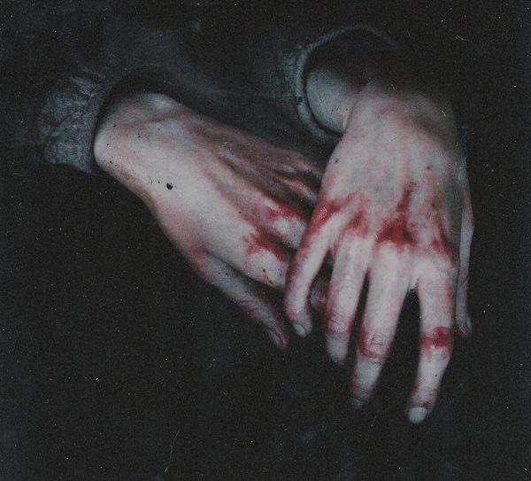 Je me mutilerai les yeux pour ne plus pleurais... Je me mutilerai les lèvres pour ne plus parler de toi... Je me mutilerai le Coeur pour ne plus penser à toi...