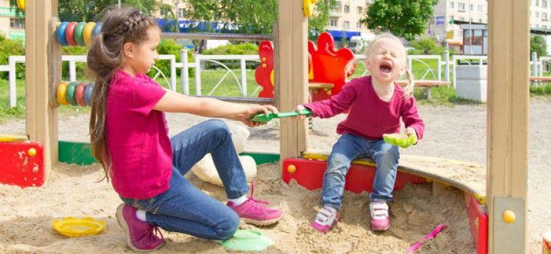 Por qué hay niños que provocan a sus hermanos constantemente