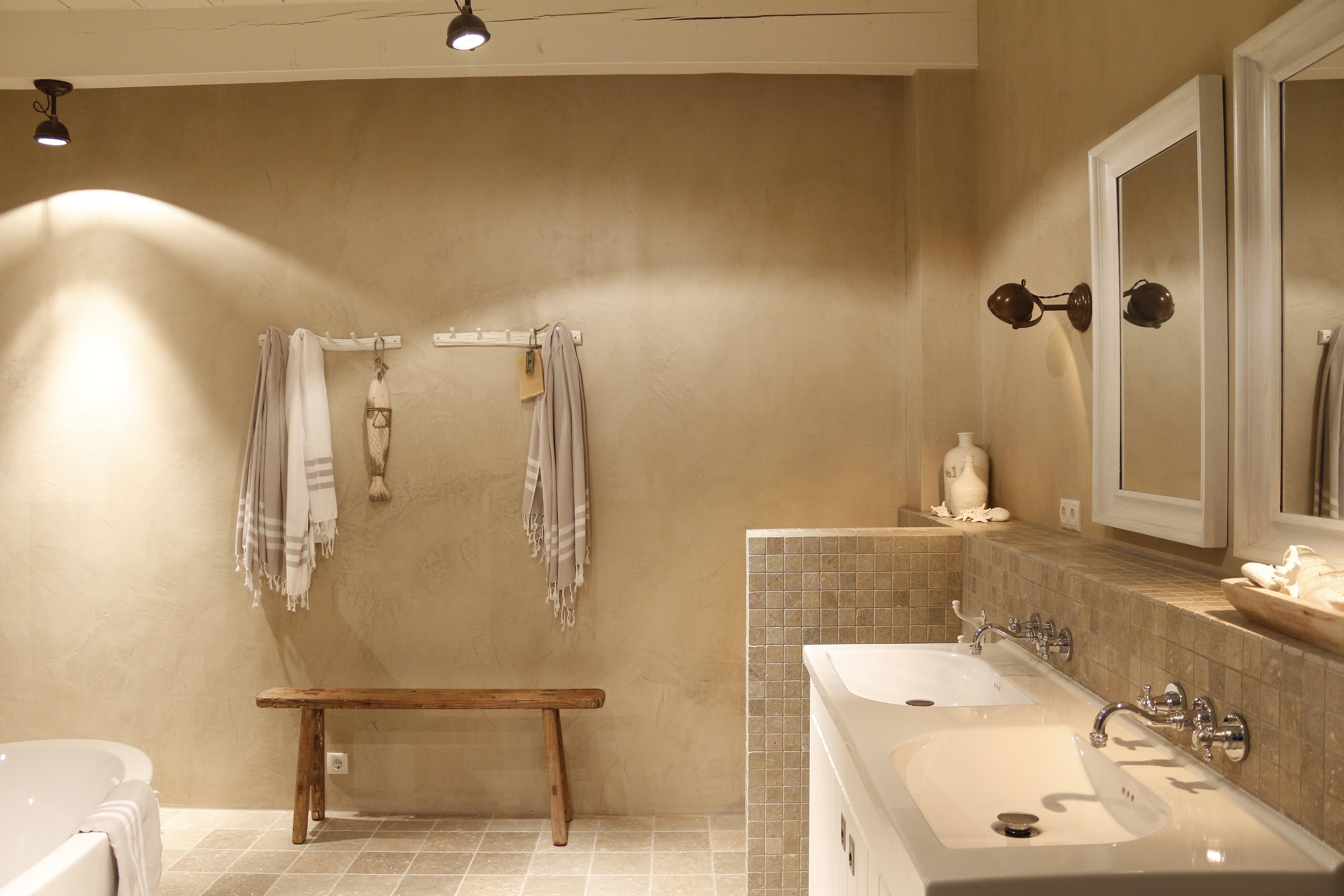 Ontwerp van badkamer indeling en materiaal keuze door Vive la maison ...