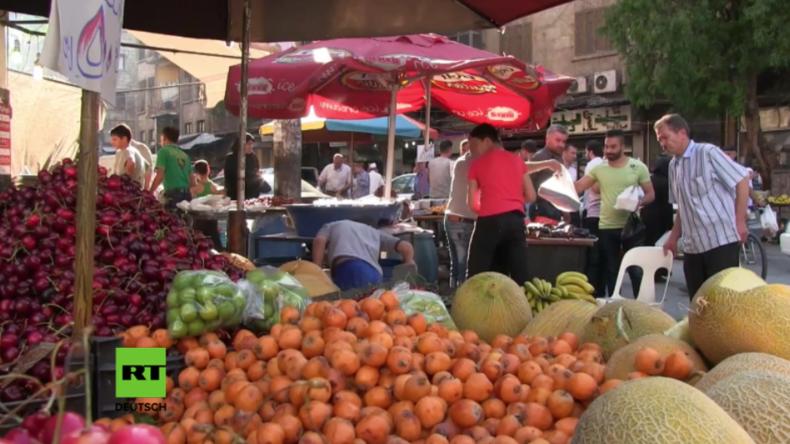 In Aleppo feierten am Samstag viele Einwohner den Start des muslimischen Fastenmonats Ramadan. Es ist der erste Ramadan seit der Befreiung der Stadt. Die Straßen sind mit Menschen gefüllt, die Märkte glänzen mit Lebensmittelwaren im Überfluss, und die Waffen schweigen scheinbar endgültig in der Stadt.