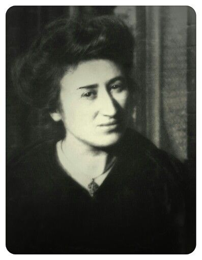 Rosa Luxemburg, pseudonimo di Rozalia Luksenburg (Zamość, 5 marzo 1871 – Berlino, 15 gennaio 1919)