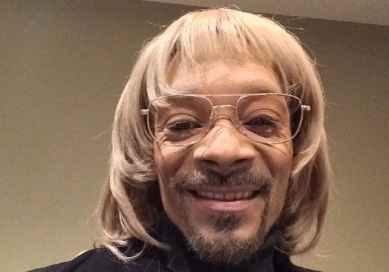 Snoop Dogg In White Face And Blonde Wig in 2020 | Snoop ...