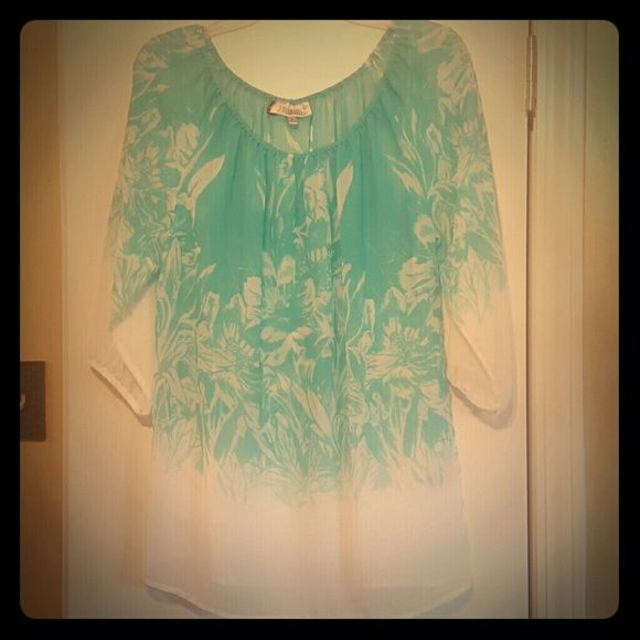Tunic length sheer top New without tags. Smoke and pet free home Jennifer Lopez Tops Tunics