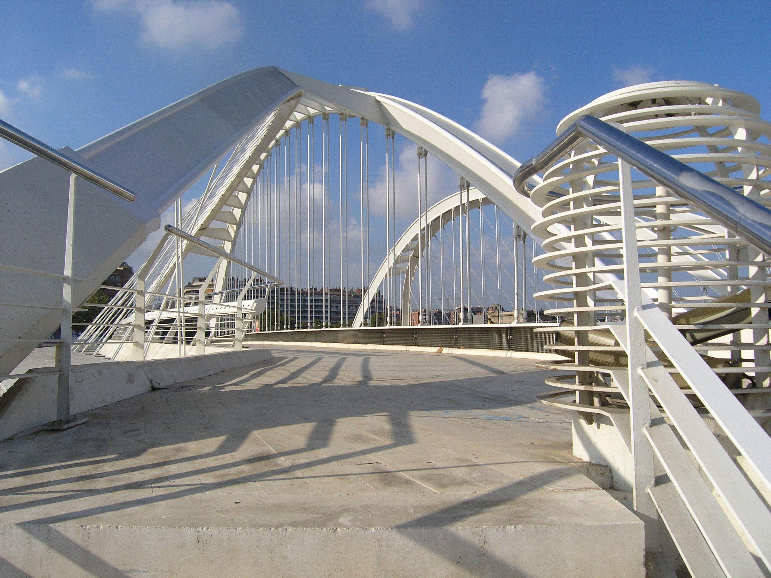 PUENTE DE BACH DE RODA (Barcelona), otro puente de Santiago Calatrava