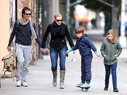 Kate Winslet Strolls With Her Kids And New Man Kate Winslet Celebrities Stylish Celebrities