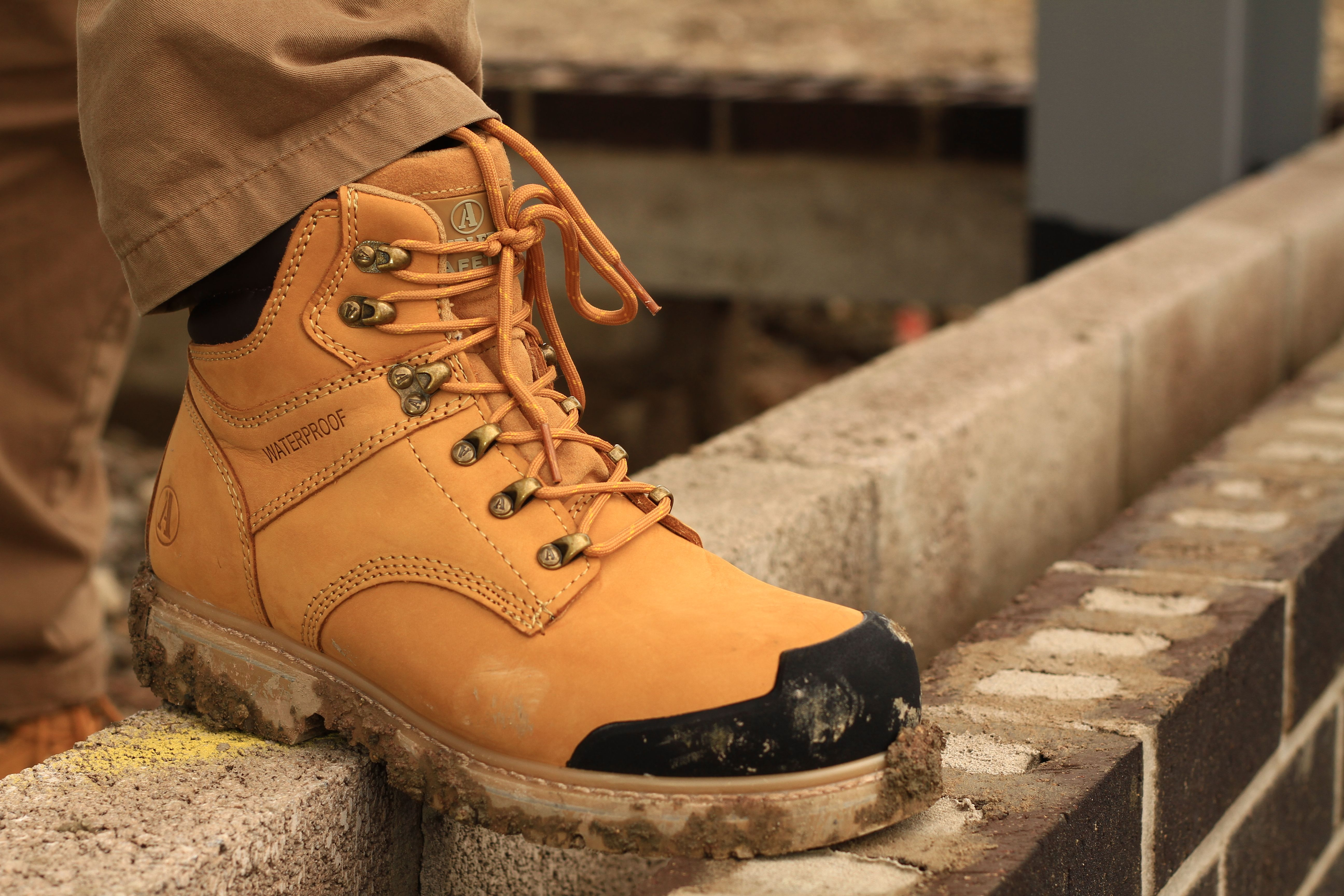 Amblers Safety FS226. Welted honey Nubuck leather safety