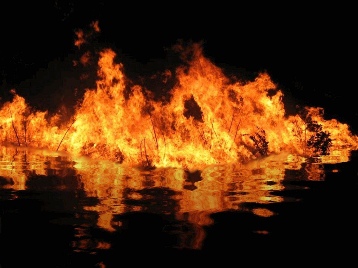 Пожар на воде картинки