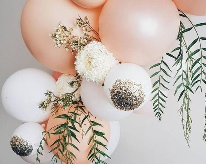 CUSTOM Giant Balloon Bouquet | Gold Confetti Balloons